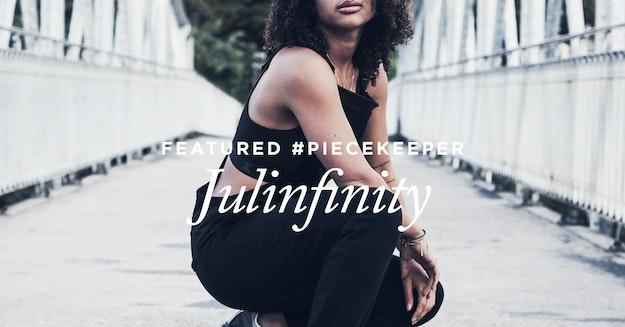 Piecekeeper Julinfinity in Onepiece Influence Rain Jacket in transparent matt beim Streetstyle Shooting