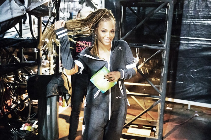 beyonce-wearing-college-29-grey-jumpsuit-onesie-onepiece-glasgow-formation-tour