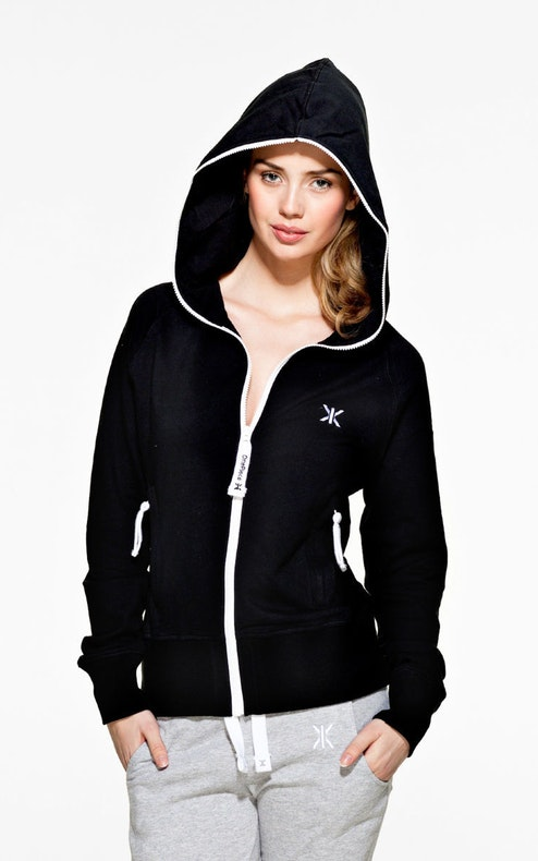 Choosing women's active hoodies. Women's active hoodies come in a variety of styles and sizes to reflect any need. The world's top brands often include these versatile pieces in their newest collections, while still staying true to classic designs.